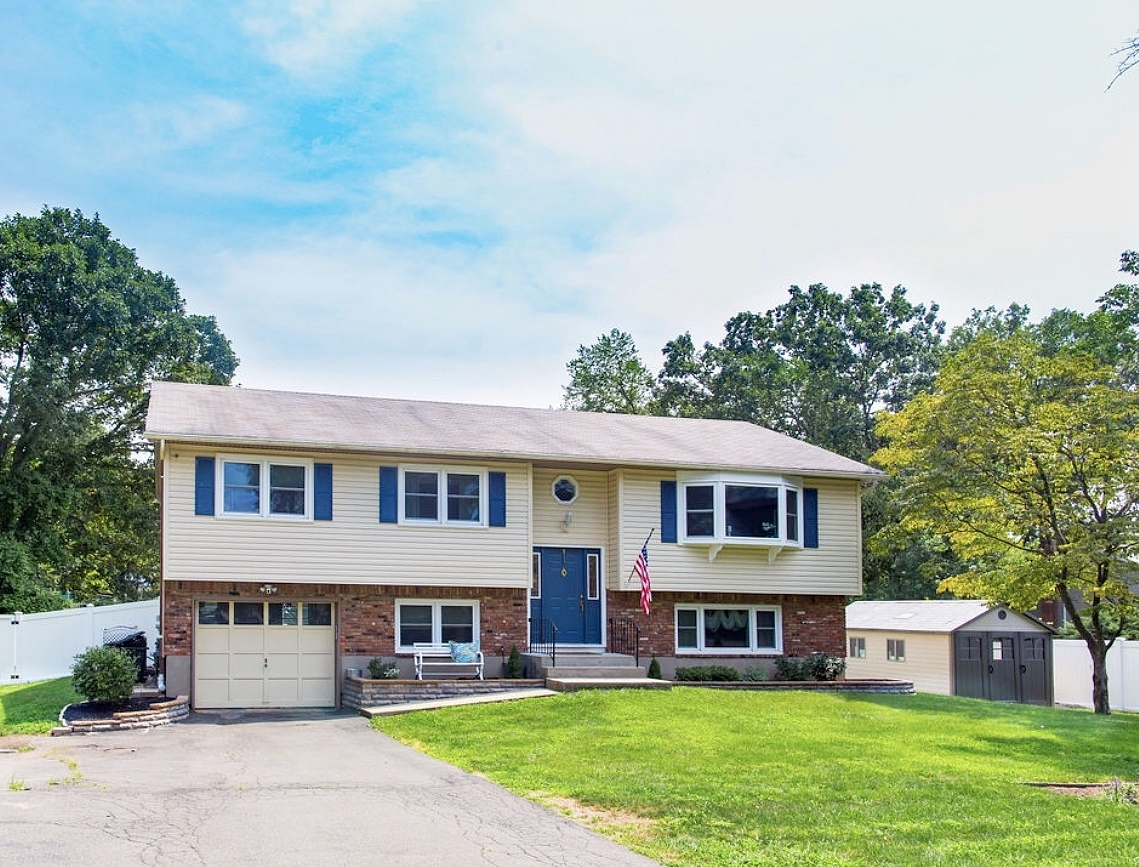 4 Bedrooms / 2 Bathrooms - Est. $3,535.00 / Month* for rent in Pearl River, NY