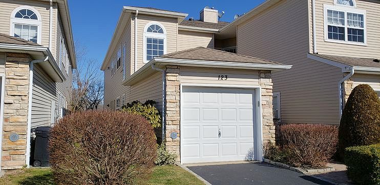Image of rent to own home in Hauppauge, NY