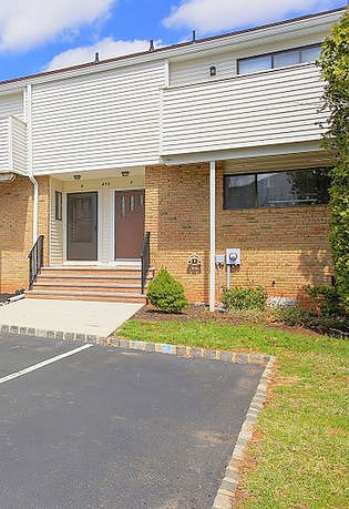 2 Bedrooms / 2.5 Bathrooms - Est. $2,001.00 / Month* for rent in Hillsborough, NJ