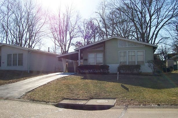 3 Bedrooms / 1 Bathrooms - Est. $1,001.00 / Month* for rent in Ballwin, MO